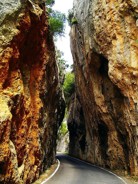 One Lane, Route de Montagne, France